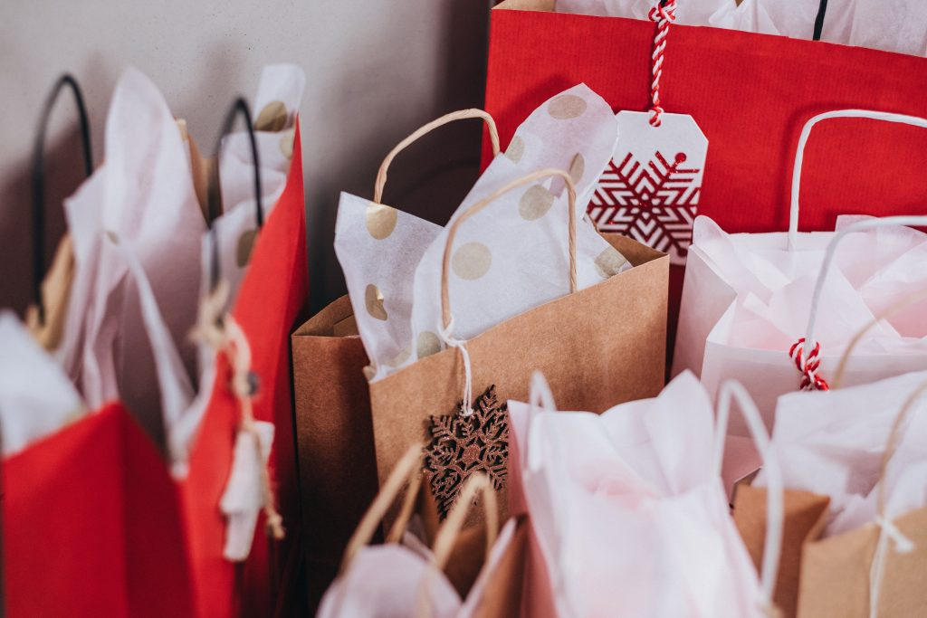 Gifts For Employees For Christmas.Customized Corporate Christmas Gifts Your Employees Will